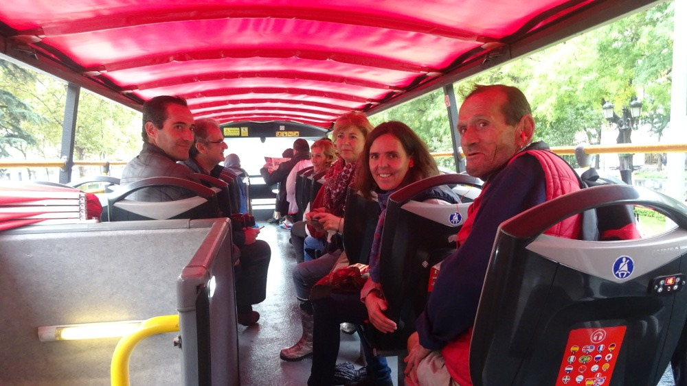 Recorrido en bus turístico por Madrid para intercambiar realidades