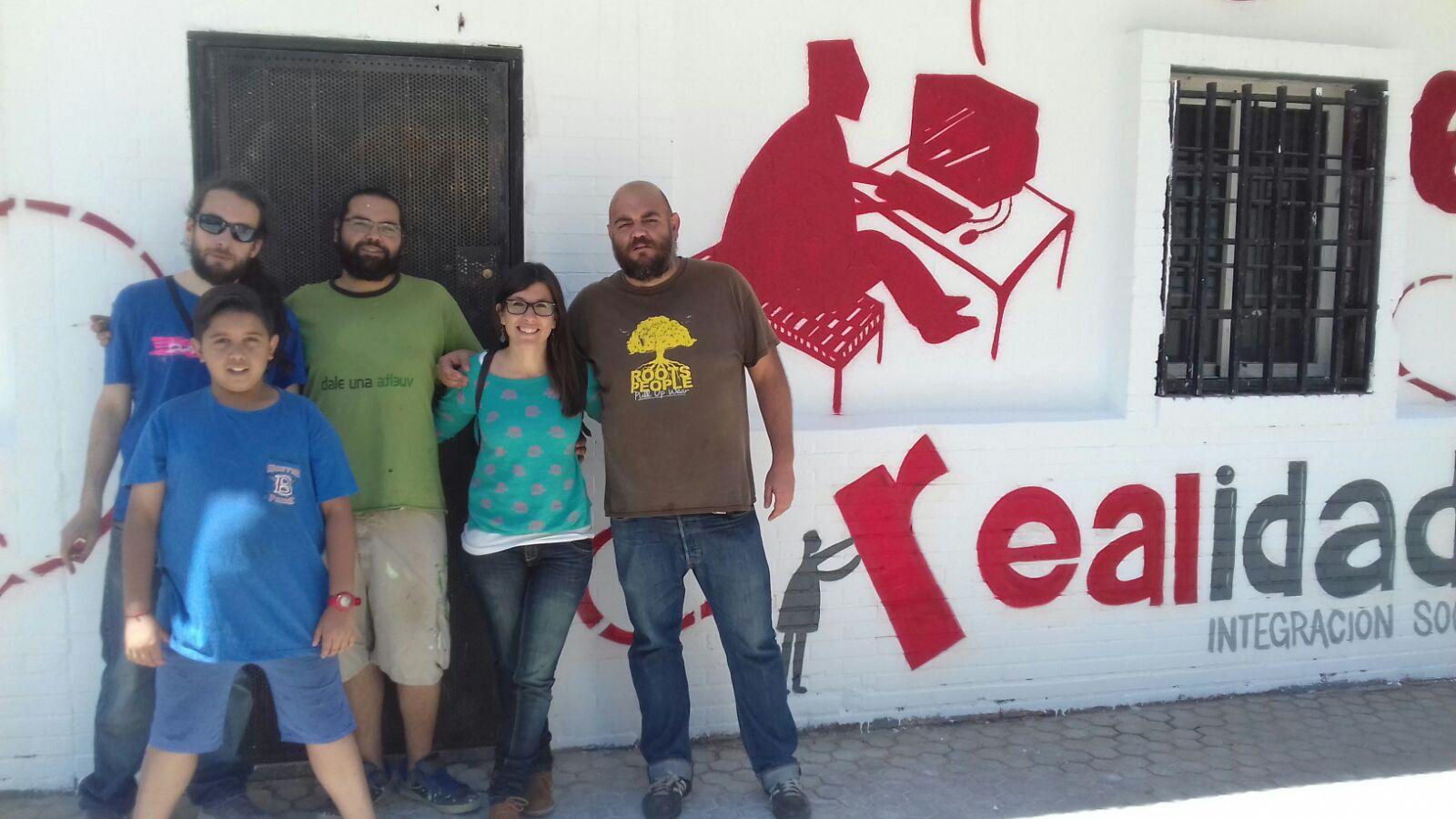 Estrenamos grafiti en la fachada de nuestro nuevo centro en el Polígono Sur de Sevilla